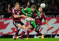 FUSSBALL   1. BUNDESLIGA   SAISON 2011/2012   23. SPIELTAG SV Werder Bremen - 1. FC Nuernberg                   25.02.2012 Marko Marin (Mitte, SV Werder Bremen) gegen Timmy Simons (li) und Dominic Maroh (re, beide 1 FC. Nuernberg)
