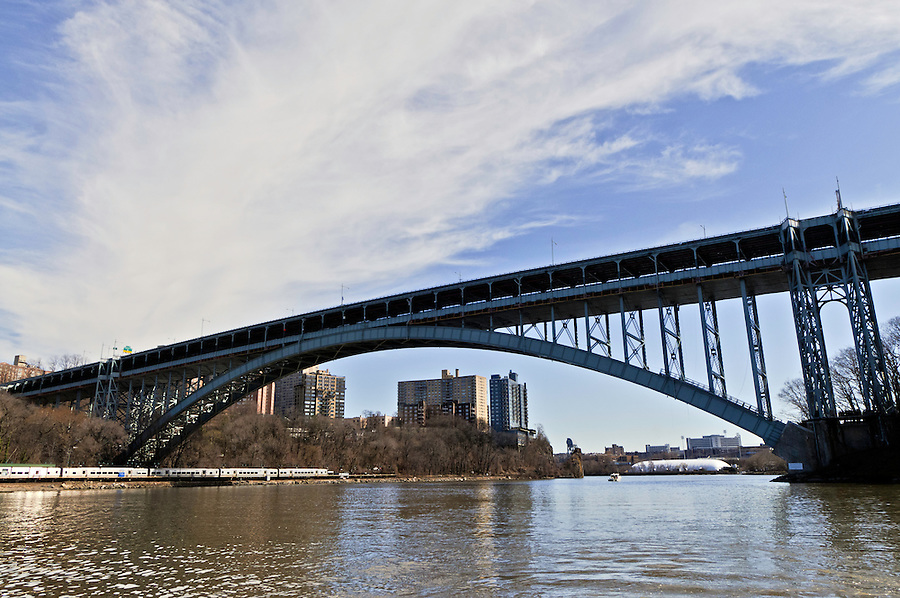 Henry Hudson Bridge, steel arch toll bridge across the Spuyten Duyvil Creek, connecting Manhattan and the Bronx, New York City, New York, USA