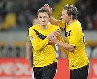 Fussball, 2. Bundesliga, Saison 2011/12, SG Dynamo Dresden - MSV Duisburg, Freitag (24.02.12), gluecksgas Stadion, Dresden. Dresdens Zlatko Dedic (li.) und Robert Koch.