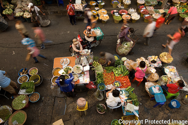busy morning at Myung Mai market, Chiang Mai, Thailand