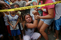 Janeth Mejos reacts as the body of her father Paquito Mejos is taken out of their home shortly after he was killed in a police operation in Manila, Philippines October 14, 2016.  REUTERS/Damir Sagolj
