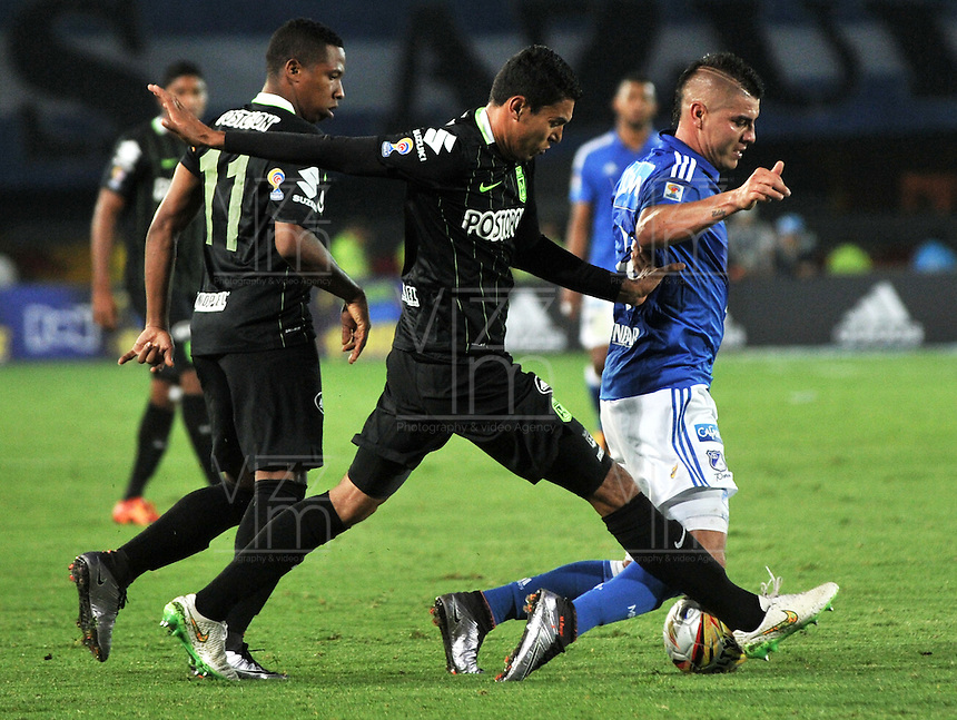 BOGOTA - COLOMBIA -31 - 03 - 2016: Michael Rangel (Der.) jugador de Millonarios disputa el balón con Daniel Bocanegra (Izq.) jugador de Atletico Nacional, durante partido aplazado de la fecha 9 entre Millonarios y Atletico Nacional, de la Liga Aguila I-2016, jugado en el estadio Nemesio Camacho El Campin de la ciudad de Bogota.   / Michael Rangel (R) player of Millonarios vies for the ball with Daniel Bocanegra (L) player of Atletico Nacional, during a postponed match between Millonarios and Atletico Nacional, for the date 9 of the Liga Aguila I-2016 at the Nemesio Camacho El Campin Stadium in Bogota city, Photo: VizzorImage / Luis Ramirez / Staff.