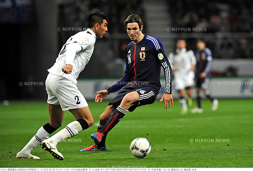 Anzur Ismailov (UZB),  Mike Havenaar (JPN),.FEBRUARY 29, 2012 - Football / Soccer :.2014 FIFA World Cup Asian Qualifiers Third round Group C match between Japan 0-1 Uzbekistan at Toyota Stadium in Aichi, Japan. (Photo by Takamoto Tokuhara/AFLO)