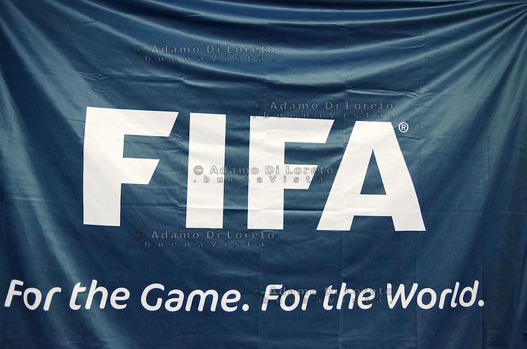 ZAGABRIA - CROAZIA 11/02/2012 - CALCIO A 5 EURO FUTSAL 2012. FINALE PER IL TERZO POSTO VINTA DALL'ITALIA SULLA CROAZIA PER 3 A 1. LA BANDIERA DELLA FIFA FOTO DILORETO