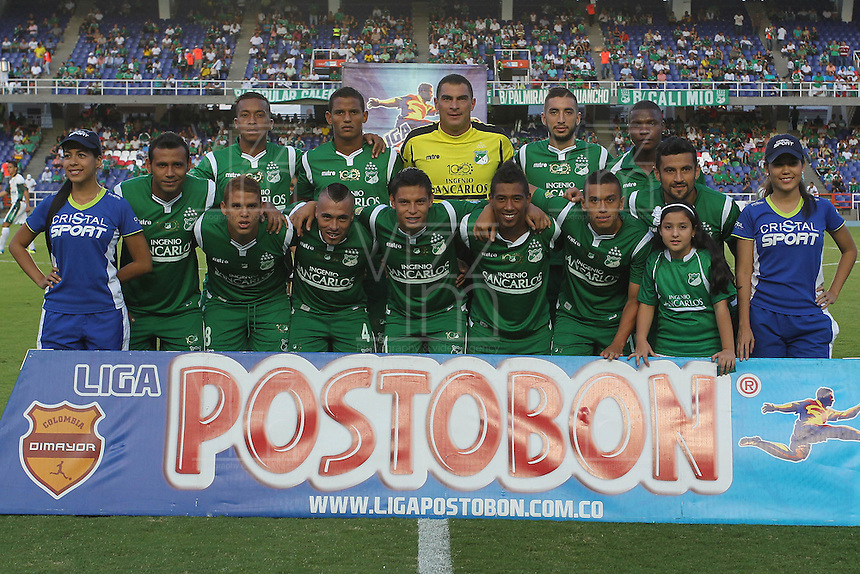 CALI -COLOMBIA-26-10-2013. Jugadores del Deportivo cali posan para los fotógrafos previo al partido contra La Equidad válido por la fecha 16 de la Liga Postobón II 2013 jugado en el estadio Pascual Guerrero de la ciudad de Cali./ Deportivo Cali players pose to the photographers prior a match against La Equidad valid for the 16th date of Postobon League II 2013 played at Pascual Guerrero stadium in  Cali city.Photo: VizzorImage/Juan C. Quintero/STR