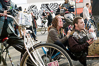 People take part in a six-pack race during Bike Kill 2006, an annual bicycle block party and day of mayhem, in Brooklyn, New York City, USA, 28 October 2006.<br />