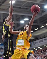 Basketball  1. Bundesliga  2016/2017  Hauptrunde  16. Spieltag  27.12.2016 Walter Tigers Tuebingen - MHP Riesen Ludwigsburg Mauricio Marin (re, Tigers) gegen Krelvin Martin (li, Ludwigsburg)