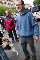 UNGARN, 22.04.2017, Budapest - VI. Bezirk. Die Spasspartei MKKP, &quot;Partei der doppelschwaenzigen Hunde&quot;, ruft zum Satire-Protest gegen die von der Fidesz-Regierung betriebene Putinisierung Ungarns. Es wird eine unerwartete Grossdemonstration mit tausenden Teilnehmern. -MKKP-Parteichef Gergely Kov&aacute;cs. | The MKKP funparty &quot;Two-tailed dog party&quot; calls for satiric protest against the Fidesz government's putinization of Hungary. The event turns into a large demonstration with thousands of participants. -MKKP party president Gergely Kovacs.<br /> &copy; Martin Fejer/EST&amp;OST