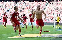 Fussball  1. Bundesliga  Saison 2013/2014  3. Spieltag FC Bayern Muenchen - 1. FC Nuernberg       24.08.2013 JUBEL FC Bayern Muenchen; Torschuetze zum 1-0 Franck Ribery (Mitte) und Philipp Lahm (li)