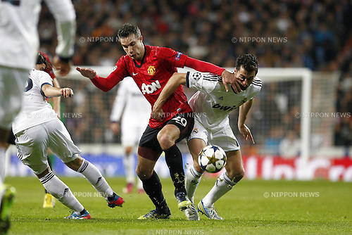 Robin van Persie (Man.U), Alvaro Arbeloa (Real), FEBRUARY 13, 2013 - Football / Soccer : UEFA Champions League Round of 16, 1st leg match between Real Madrid and Manchester United, at the Santiago Bernabeu Stadium in Madrid, Spain. (Photo by AFLO)