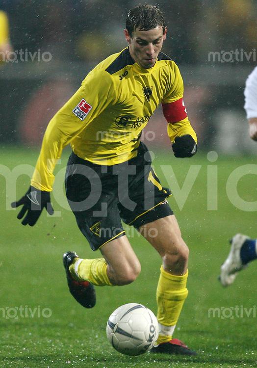 Fussball 1. Bundesliga Saison 2006/2007    17. Spieltag           Alemannia Aachen - Hamburger SV Jan SCHLAUDRAFF ,Einzelaktion am Ball.