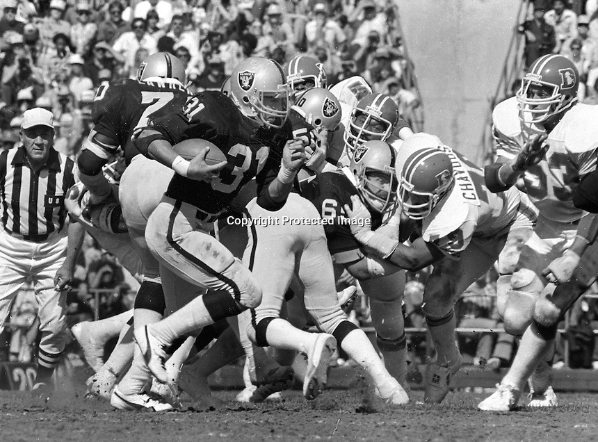 Oakland Raider Derrick Jensen runs against the Denver Broncos..(1981 photo/Ron Riesterer)