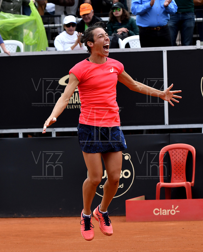 BOGOTA - COLOMBIA – 15 – 04 - 2017: Francesca Schiavone de Italia, celebra la victoria sobre Lara Arruabarrena de España, durante partido por el Claro Colsanitas WTA, que se realiza en el Club Los Lagartos de la ciudad de Bogota. / Francesca Schiavone from Italy, celebrates a the victory over Lara Arruabarrena From Spain, during a match for the WTA Claro Colsanitas, which takes place at Los Lagartos Club in Bogota city. Photo: VizzorImage / Luis Ramirez / Staff.