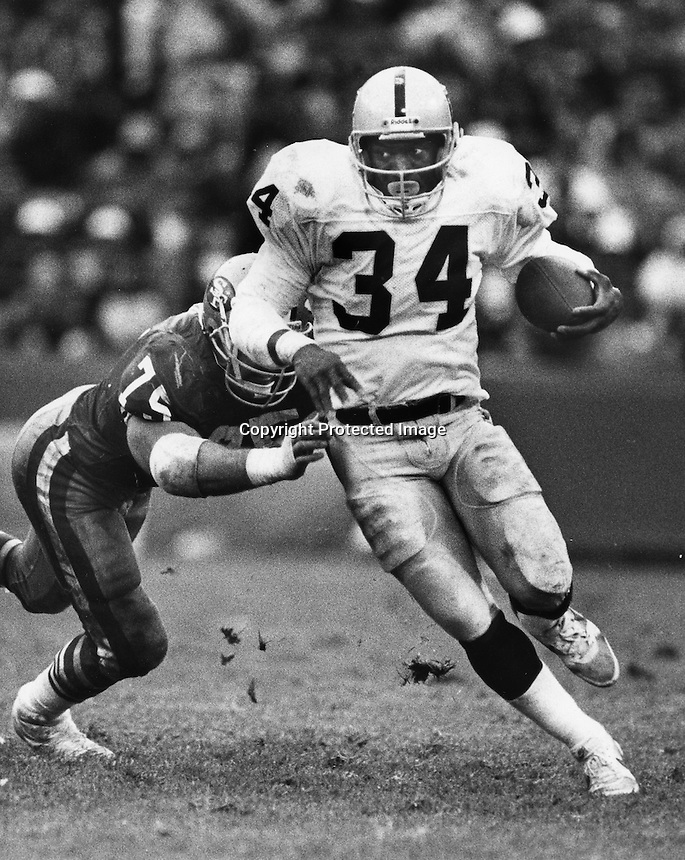 Raider running back Bo Jackson, 1988. Copyright Ron .Riesterer