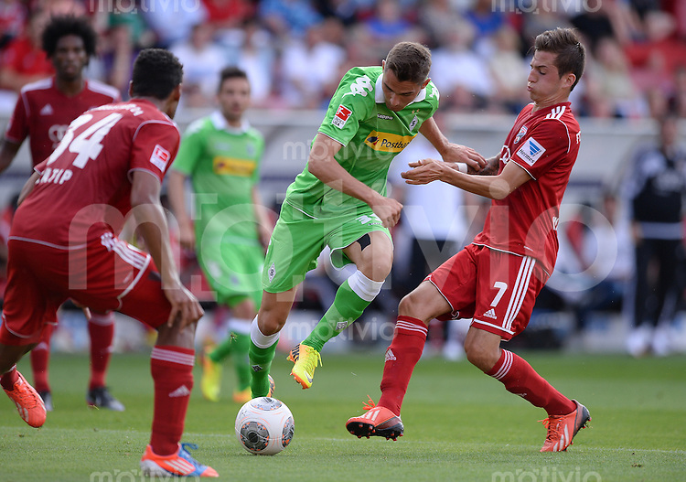 FUSSBALL  1. Bundesliga   2013/2014   Testspiel  FC Ingolstadt 04 - Borussia Moenchengladbach    13.07.2013 Branimir Hrgota (Mitte, Borussia Moenchengladbach) gegen Christoph Knasmueller (re, FC Ingolstadt 04)