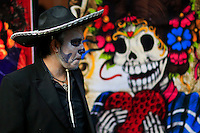 A man dressed as a Mexican Dead takes part in the Mexican anniversary of Day of the Dead in the Manhattan neighborhood, New York. 25.06.2015. Eduardo MunozAlvarez/VIEWpress.