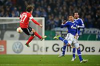 FUSSBALL   DFB POKAL    SAISON 2012/2013    ACHTELFINALE FC Schalke 04 - FSV Mainz 05                          18.12.2012 Nicolai Mueller (li, FSV Mainz 05) gegen Jermaine Jones (re, FC Schalke 04)