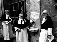 Roma 1984.Arciconfraternita di Santa Maria dell'Orto fondata nel 1492.ospitata nella Chiesa di Santa Maria dell'Orto a Trastevere.<br /> http://www.santamariadellorto.it/#A