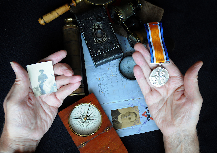 COLLECTS AND WW1 MEMORABILIAR BELONGING TO ERNEST LUCE.
