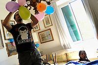 Lavoratori dello spettacolo durante la riprese di Casa Coop.Workers in the entertainment during the filming of House Coop.Gianfranco Strazza. Ispettore di produzione. Production supervisor..CASA COOP è una sit-com, prodotta dalla Coop, sulla vita quotidiana di persone di varia umanità, ambientata in un condominio. Gli episodi saranno diffusi via internet.HOUSE COOP is a sit-com produced by the Coop, about daily life of people with different  humanity , that live in a condominium. Episodes will be disseminated by Internet. ...