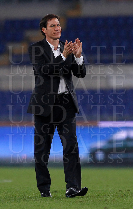 Calcio, Serie A: Roma vs Napoli. Roma, stadio Olimpico, 18 ottobre 2013.<br /> AS Roma coach Rudi Garcia, of France, applauds at the end of the Italian Serie A football match between AS Roma and Napoli at Rome's Olympic stadium, 18 October 2013. AS Roma won 2-0.<br /> UPDATE IMAGES PRESS/Isabella Bonotto