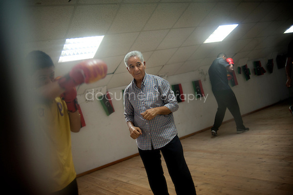 Mustafa Aharb, 67, coaches everyday the young generation of boxers in Al-Ittihad club. Former boxer in Mizran Club in the 60's , he beated twice Khalifa, « one of the best boxers of our club », he says.