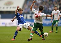 FUSSBALL   1. BUNDESLIGA   SAISON 2013/2014   8. SPIELTAG FC Schalke 04 - FC Augsburg                                05.10.2013 Max Meyer (li, FC Schalke 04) gegen Jeong-Ho Hong (re, FC Augsburg)