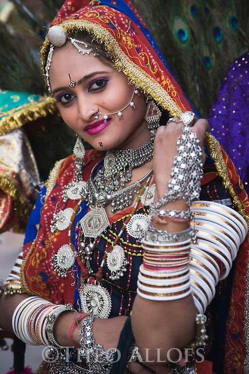 Dressed up woman in festivity outfit during a holy procession in Pushkar; Pushkar is one of the five sacred pilgrimage sites for devout Hindus, Pushkar, Rajasthan, India --- Model Released
