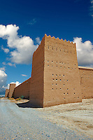 Outer wall fortifications of the  Alaouite Ksar Fida built by Moulay Ismaïl the second ruler of the Moroccan Alaouite dynasty ( reigned 1672–1727 ). Residence of the Khalifa or Caid of Tafilalet until 1965. Tafilalet Oasis, near Rissini, Morocco