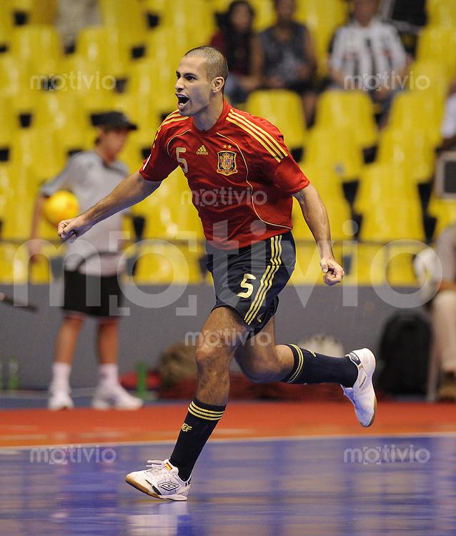 Fussball  International  FIFA  FUTSAL WM 2008   12.10.2008 Zwischenrunde  Gruppe F Spanien - Argentinien Spain - Argentina Fernando (ESP) jubelt nach dem 1-0