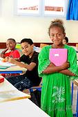 Jeune fille mélanésienne dans une classe de primaire