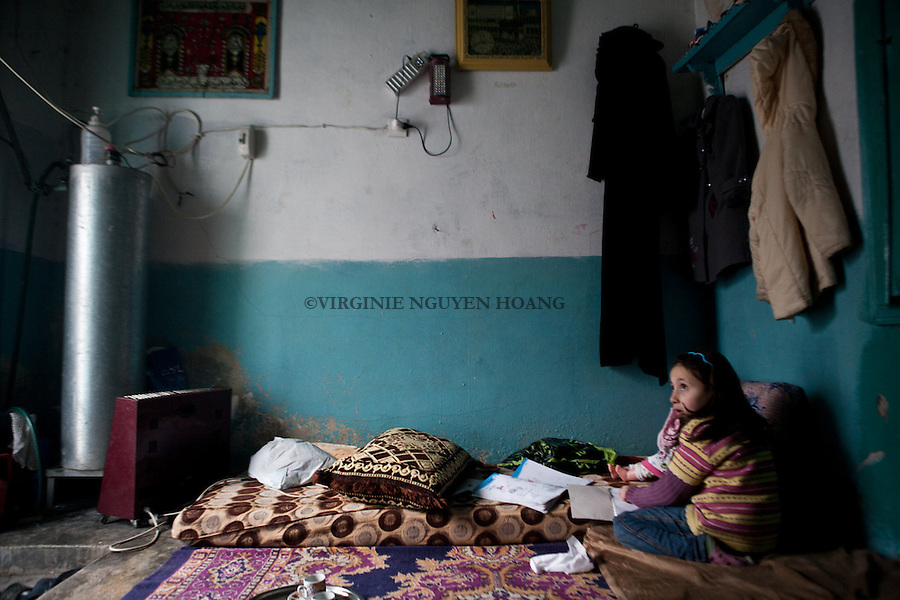 A family of 5 people in the village of Marea, North Aleppo is living in only one small room as their house has been destroyed by a MIG. .Une famille de 5 personnes dans le village de Marea, Nord Alep,  vit dans une seule petite pièce alors que leurs maison a été détruite par un MIG..