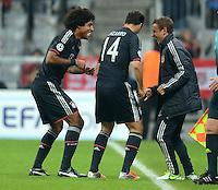 FUSSBALL   CHAMPIONS LEAGUE   SAISON 2012/2013   GRUPPENPHASE   FC Bayern Muenchen - LOSC Lille                          07.11.2012 Jubel Tanz nach dem Tor mit Dante, Claudio Pizarro und Rafinha (v.li., FC Bayern Muenchen)