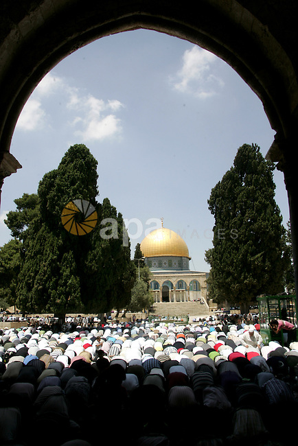 Palestinian Muslim worshippers pray in front of the Dome of Rock during Friday prayers in the Al Aqsa Mosque compound, also known to Jews as the Temple Mount, in Jerusalem's old city on May 28, 2010. Photo by Mahfouz Abu Turk