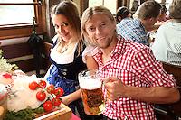 FUSSBALL 1. BUNDESLIGA   SAISON 2012/2013 Die Mannschaft des FC Bayern Muenchen besucht das Oktoberfest am 07.10.2012 Anatoliy Tymoshchuk , Anatoli Timoschtschuk mit seiner Frau , Freundin  Nadiya