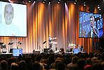 Foto: VidiPhoto<br /> <br /> UTRECHT - De Open Doors-dag die zaterdag voor het eerst in de Jaarbeurshallen in Utrecht werd gehouden, is bezocht door zo'n 7000 christenen uit het hele land. Thema was dit jaar Geloof zonder Grenzen, waarmee de organisatie wilde aangeven dat christenen wereldwijd met elkaar verbonden zijn. Open Doors is een christelijke organisatie die wereldwijd hulp biedt aan christenen die vervolgd worden om hun geloof. Extra aandacht was er in het programma voor het Midden-Oosten en het bloedbad dat de Islamitische Staat aanricht onder christenen. Foto: Gastheer Ron van der Spoel.