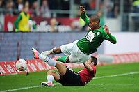 FUSSBALL   1. BUNDESLIGA   SAISON 2012/2013   3. SPIELTAG Hannover 96 - SV Werder Bremen     15.09.2012 Szabolcs Huszti (Hannover 96) graetscht Theodor Gerbe Selassie (SV Werder Bremen) ab