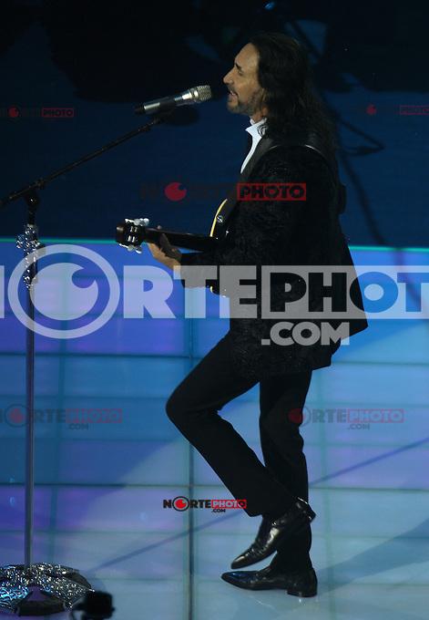 Marco Antonio Solis,Buki  durante su concierto en el palenque de la Feria de Leon Guanajuato el 23 de Enero del 2014..<br /> (*Foto:TiradorTercero/NortePhoto*)