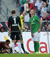 FUSSBALL   1. BUNDESLIGA   SAISON 2011/2012    8. SPIELTAG Hannover 96 - SV Werder Bremen                             02.10.2011 Schiedsrichter Guido WINKMANN (Mitte) zeigt Marko ARNAUTOVIC (re, Bremen) die Rote Karte