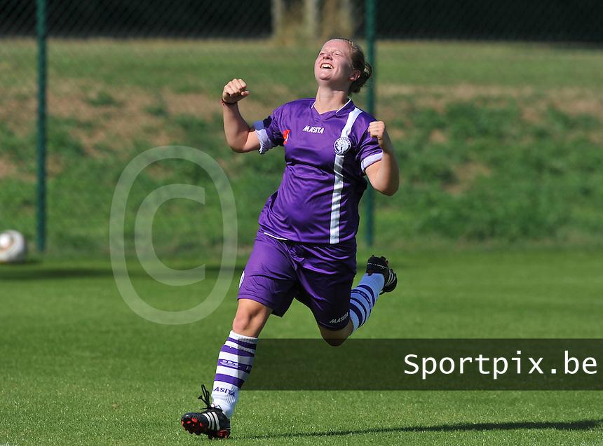 RSC Anderlecht Dames - Beerschot AC : Marte Van De Wouw scoort de 0-1 voor Beerschot.foto DAVID CATRY /  Vrouwenteam.be.
