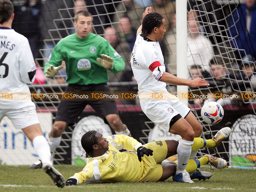 Hereford United vs Grays Athletic - FA Challenge Trophy 3rd Round - 04/02/06 - Mandatory credit: Gavin Ellis