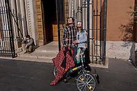 Roma 20 Marzo 2015<br /> Eclissi solare parziale al quartiere San Lorenzo. La gente si riunita questa mattina in Piazza Immacolata, per osservare  l'eclissi solare parziale.  Due giovani guardano  l'eclissi solare parziale, attraverso occhiali auto-prodotti.<br /> Rome March 20, 2015<br /> Partial solar eclipse. People gather this morning in Piazza Immacolata, District San Lorenzo, to get a rare glimpse of the solar eclipse. Two young watch the partial solar eclipse, through with the self-produced glasses.