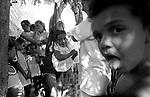 Seca no estado de Pernambuco: ONG da Pastoral da Criança monitora peso de crianças em bairro pobre..He/she dries in the state of Pernambuco: ONG of the Child's Pastoral monitors children's weight in poor neighborhood.