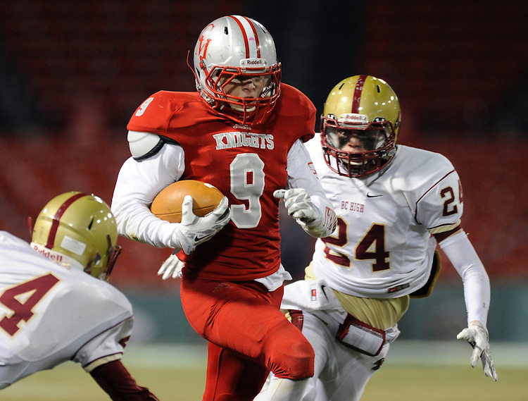 (Boston, MA, 11/25/15) Catholic Memorial takes on Boston College High School during a high school football game at Fenway Park in Boston on Wednesday, November 25, 2015. Staff photo by Christopher Evans