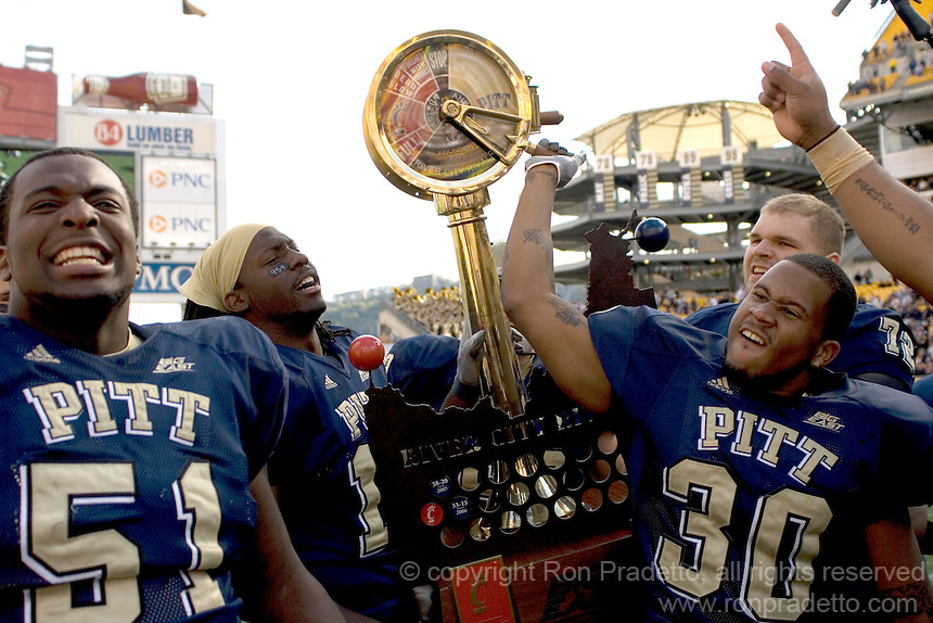 River-City-Rivalry-Trophy-and-Pitt-football-players%20-MG-6365.jpg