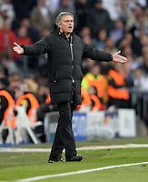 FUSSBALL  CHAMPIONS LEAGUE  HALBFINALE  RUECKSPIEL  2012/2013      Real Madrid - Borussia Dortmund                   30.04.2013 Emotional an der Seitenlinie: Trainer Jose Mourinho (Real Madrid)