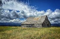 (i)Idaho Barn*<br /> <br /> *This photo was shot using an iPhone 6 and should be printed no larger than 16x24