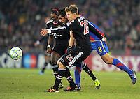 FUSSBALL  CHAMPIONS LEAGUE  SAISON 2011/2012 Achtelfinale Hinspiel  22.02.2012 FC Basel - FC Bayern Muenchen  Benjamin Huggel (li, FC Basel) gegen Holger Badstuber (FC Bayern Muenchen)