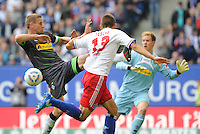 FUSSBALL   1. BUNDESLIGA   SAISON 2011/2012    6. SPIELTAG Hamburger SV - Borussia Moenchengladbach            17.09.2011 Robert TESCHE (re, Hamburg) gegen Filip DAEMS (li, Moenchengladbach)
