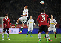 FUSSBALL   1. BUNDESLIGA    SAISON 2012/2013    9. Spieltag   Hannover 96 - Borussia Moenchengladbach         28.10.2012 Juan Arango (Mitte, Borussia Moenchengladbach) kann sich durchsetzen